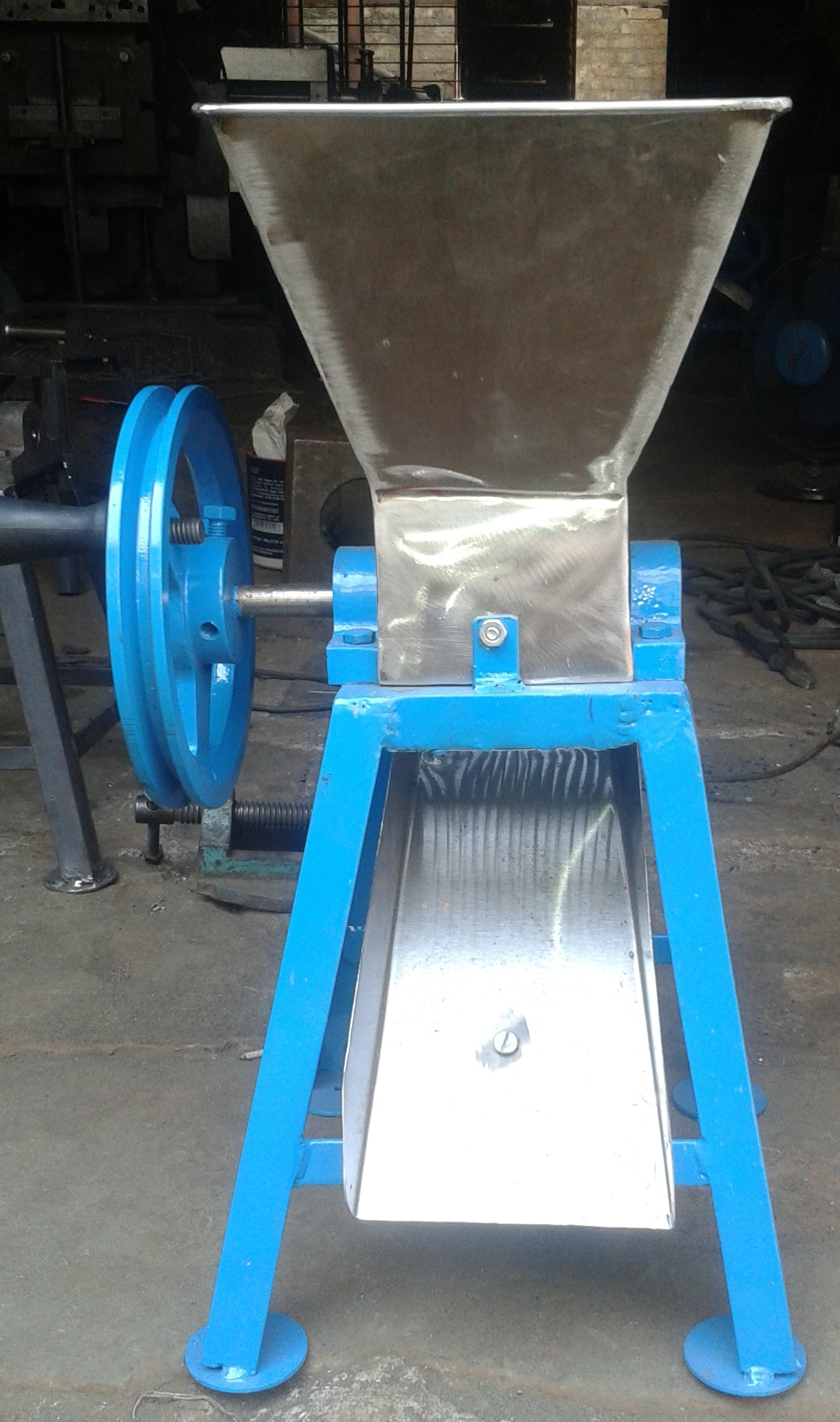 we are manufacturer CHILLY CUTTER MACHINE in ALL OVER INDIA