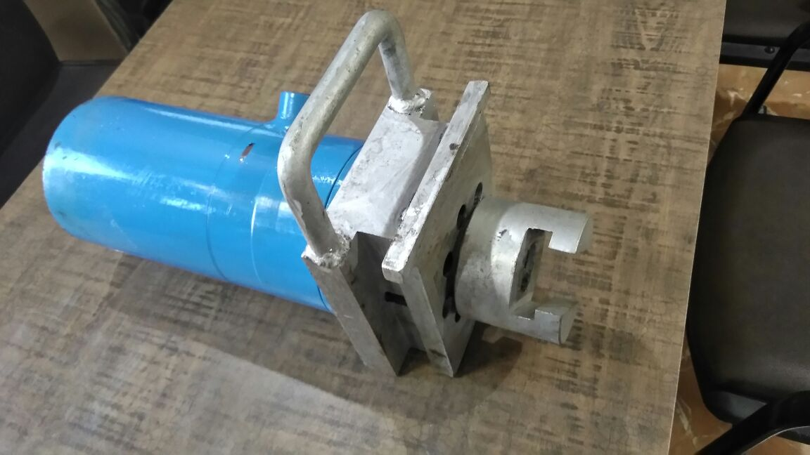 We are Manufacturer and supplier of Hydraulic Cylinder for QC 1 Slide Gate System.