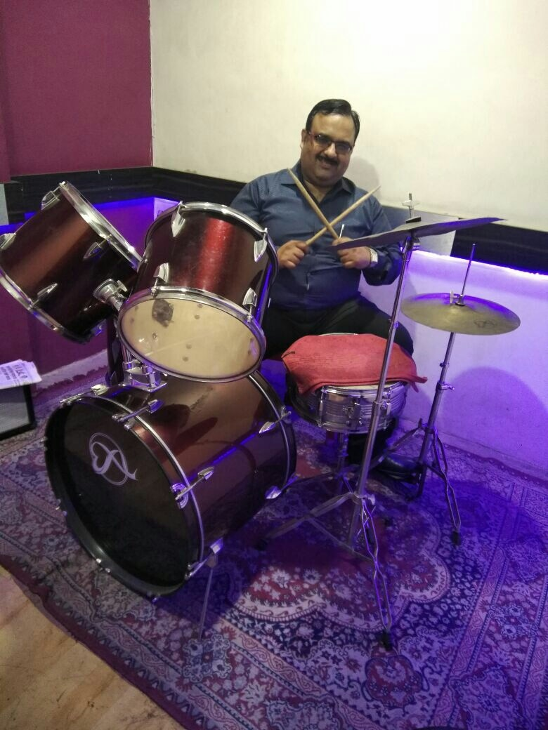 Professional Drums Classes By Senior Drums Faculty. Learn from Basic Beats and Rhythms to Proper  Syllabus and Course of Trinity College London.  Expert Trainers will give high standards of Drums Training to Make ur Drumming Experience Mind Blowing. Learn to Play Drums on Hindi Songs, English Songs, Jazz Drumming,  Rock Drumming,  Pop, Blues and Metal Drumming from Beginning to Expert Level. Limited seats. Join immediately and Fulfill ur Passion.   Training on Imported Drums Kit.