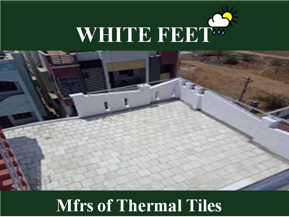 WHITE FEET -  Therma