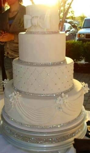 15kgs fancy wedding cake , with less cream , pineapple flavour. Rich look .