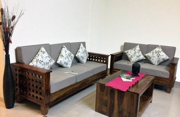 Wooden Sofa With Dencity Kushan