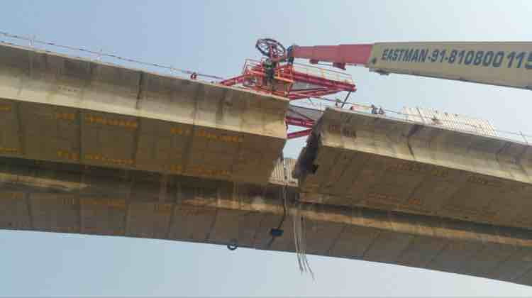 Highest bridge cutting with heavy and fast wire saw unit