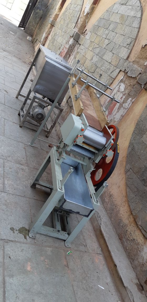 Noodles making machine.capacity of 50kg/hr, without steamer n drayer