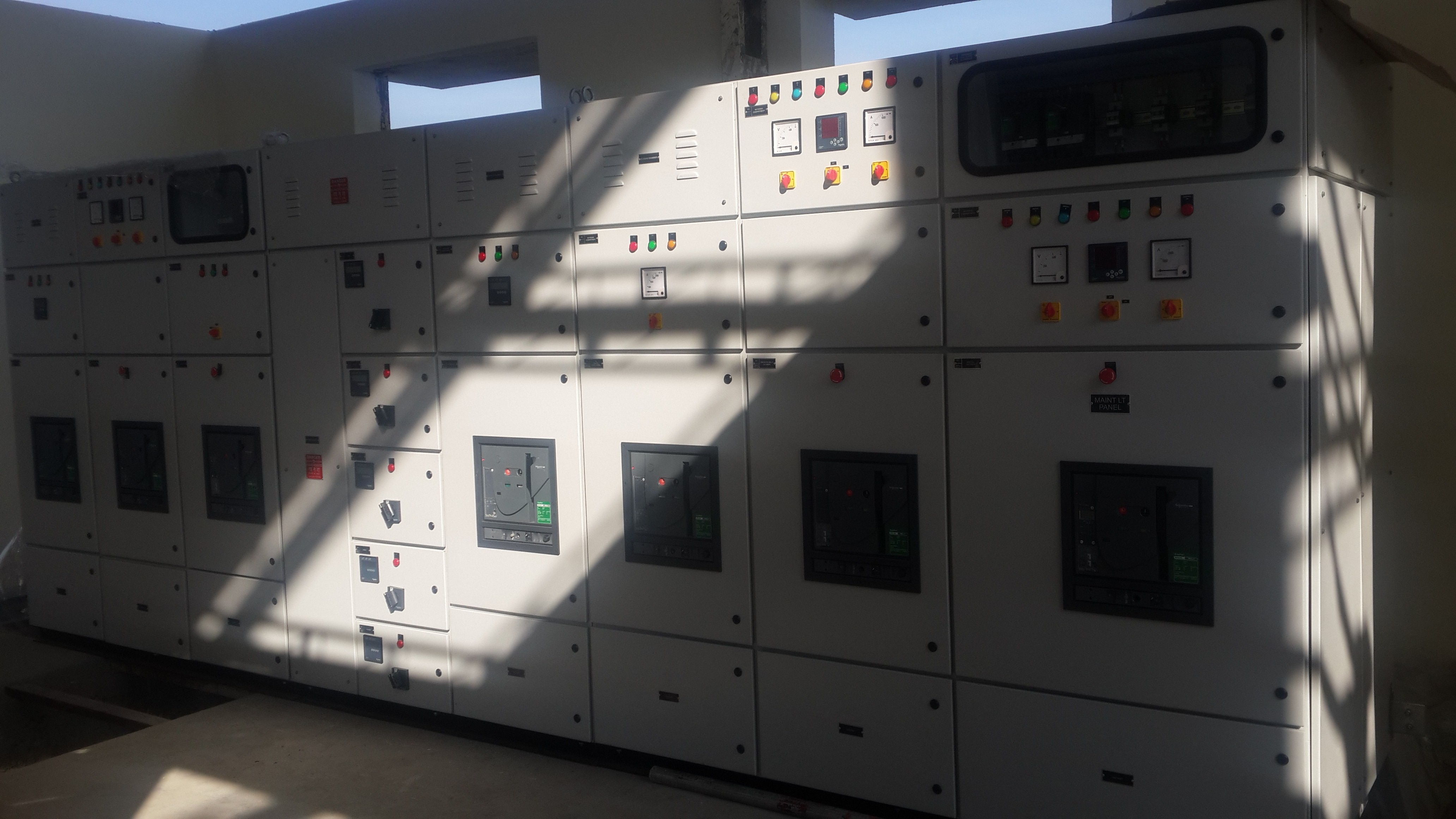 GVL Electro Controls design & manufacture AMF Panels comprising of ACB's, Motorised MCCB's, Power Contactors for various Industries, Hospitals etc.