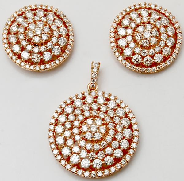 Round Diamond Studded In Concentric Circle Rose Gold Pendant Earring Set