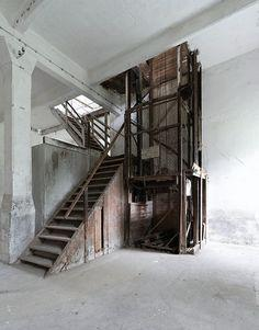 Cold Storage Lifts