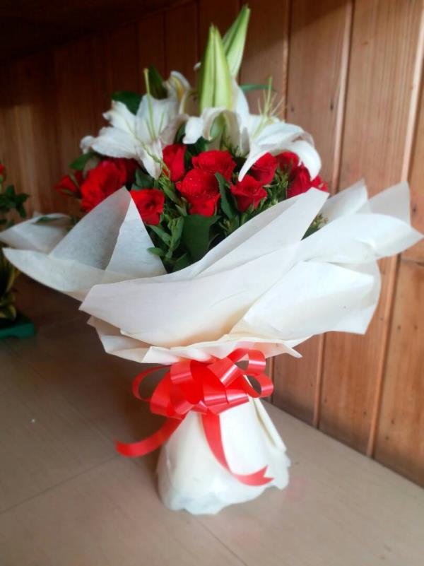 roses and lilies hand buquet