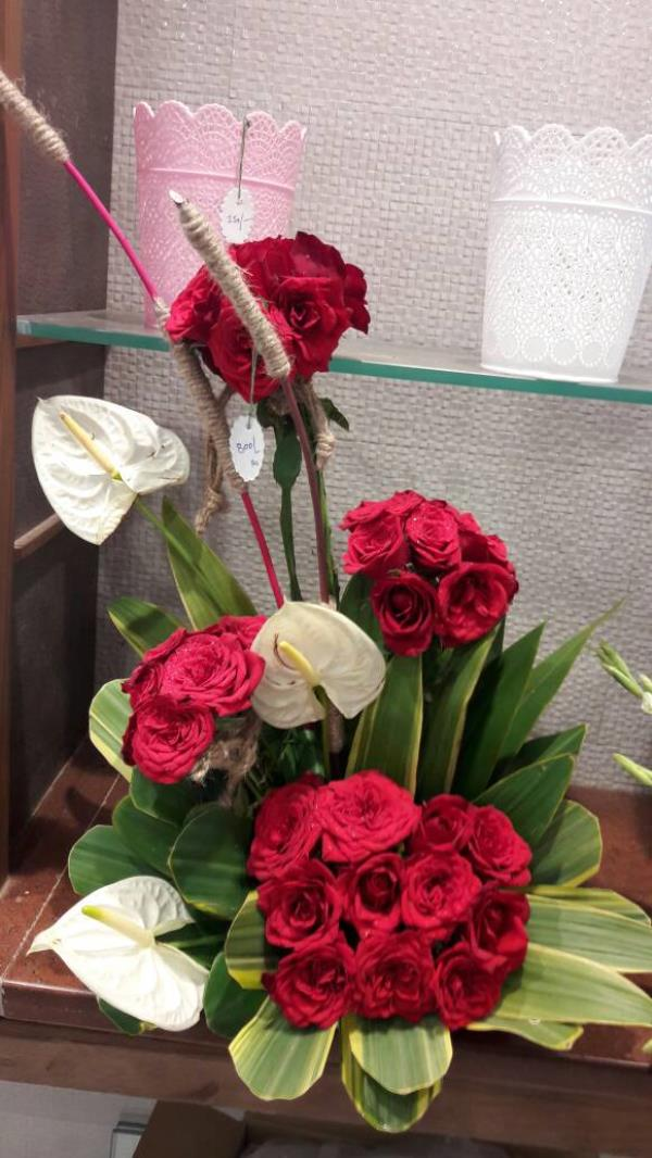anthurium an red roses bouquet