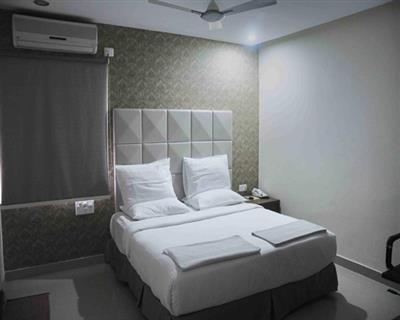 3 Bed Apartment Room with Breakfast