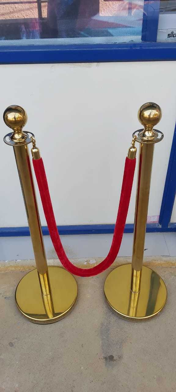 Q Manager GoldSizeHeight: 1000mmRope Length: 1.4 Meter Weight: approx 8KGPole Colour: Rich Gold CoatedRope Colour: RedUsed: Events/Functions/School Functions/Office/Showroom